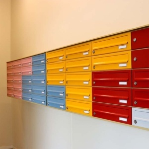 Filmlageret Postkasser vaeghaengt 300x300 - Forside