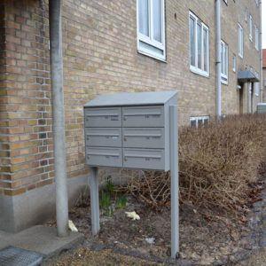fritstående postkasseanlæg