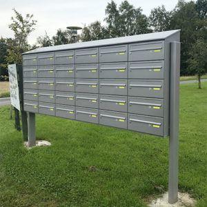 Stander postkasseanlæg i grå