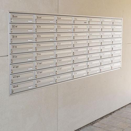 indmuret postkasser