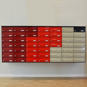 roede postkasser vaeghaengt 300x300 - EP Custom -  Et individuelt tilpasset postkasseanlæg